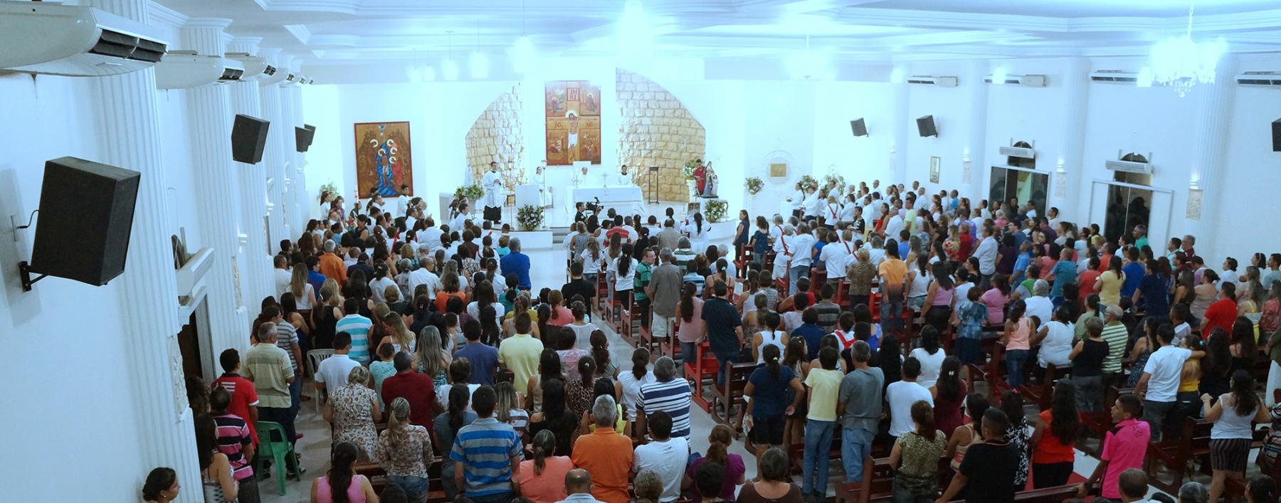 Igreja matriz durante uma celebração